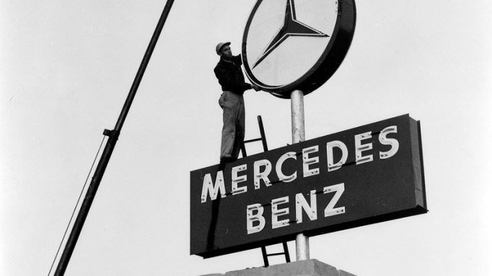 Mercedes Star at Stuttgart Main Station, © Daimler AG