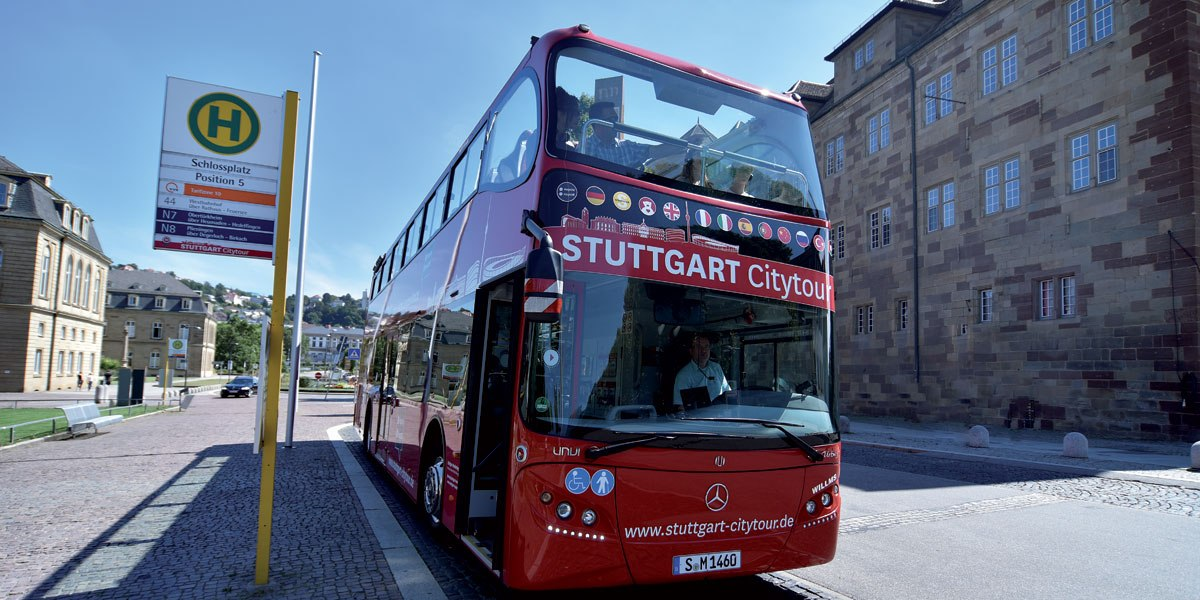 STUTTGART Citytour am Schlossplatz Stuttgart, © Stuttgart-Marketing GmbH/Pierre Pollack