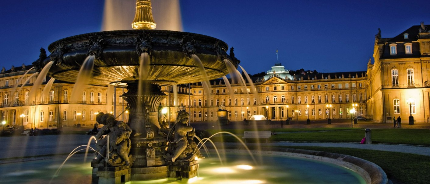 Schlossplatz Brunnen, © World travel images-Fotolia