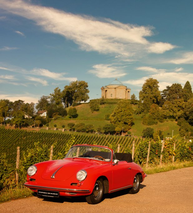 Porsche in front of the Sepulchral Chapel on the Württemberg, © Porsche AG